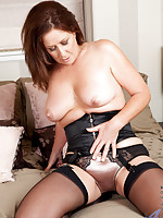 Tempting milf in stockings spreads her sweet pussy